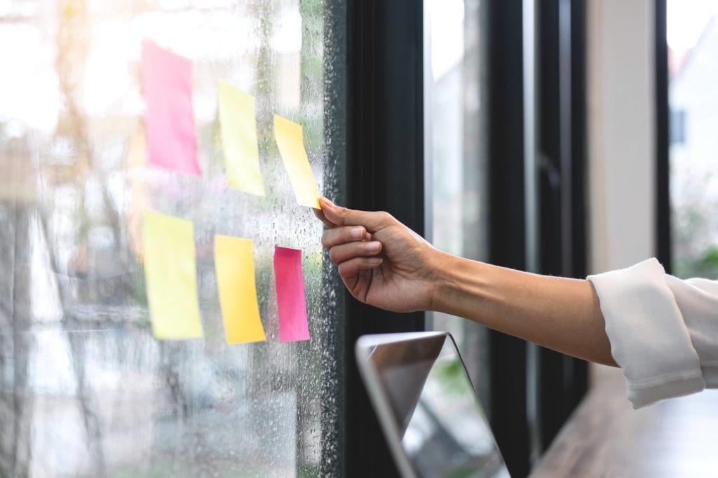 Sticky note paper reminder schedule board